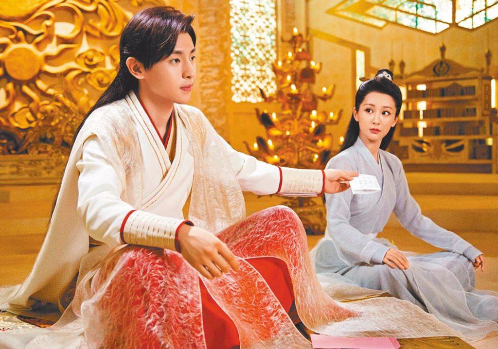 由鄧倫(左)、楊紫主演的《香蜜沉沉燼如霜》4日晚間10點即將在中視頻道登場。(中視提供)