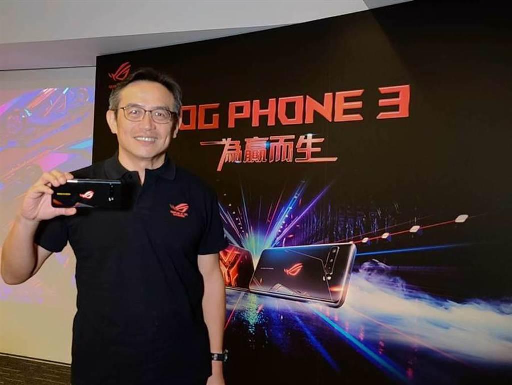 (華碩ROG Phone 3第二波預購開跑,華碩全球副總裁林宗樑喊出要積極爭取不僅是電競玩家的高階用戶族群,推升其銷售增長可達5成。圖/翁毓嵐)