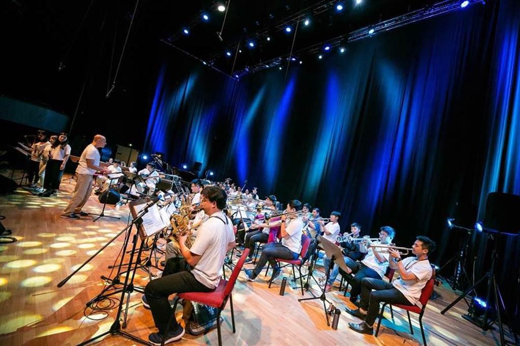 戶外音樂會將由兩廳院爵士音樂營優秀菁英組成的「兩廳院夏日爵士菁英大樂團」最先登台。(國家兩廳院 提供)