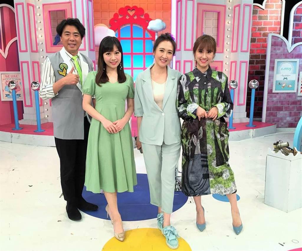 梁赫群、Sandy主持《2分之一強》,蔡尚樺(左二)、Julie(右二)分享父母教養方式。(東森提供)