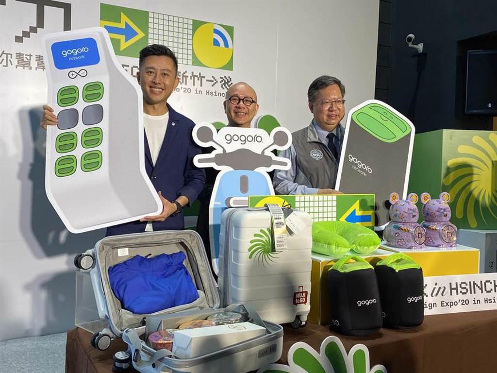 新竹市長林智堅(左)為宣傳10月登場的台灣設計展,3日在桃園市長鄭文燦(右)陪同下前往睿能(Gogoro)創意公司。(蔡依珍攝)
