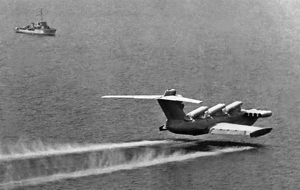 MD-160地效飛行器在1980年代的測試。(圖/oldmachinepress)