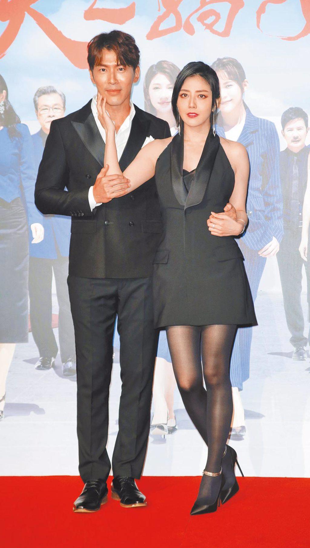 黃少祺(左)、韓瑜昨盛裝出席《天之驕女》首映會。(吳松翰攝)