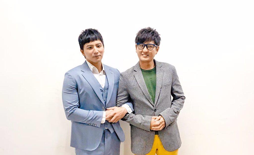 小煜(左)、黃靖倫昨錄《全民星攻略》。(東森提供)