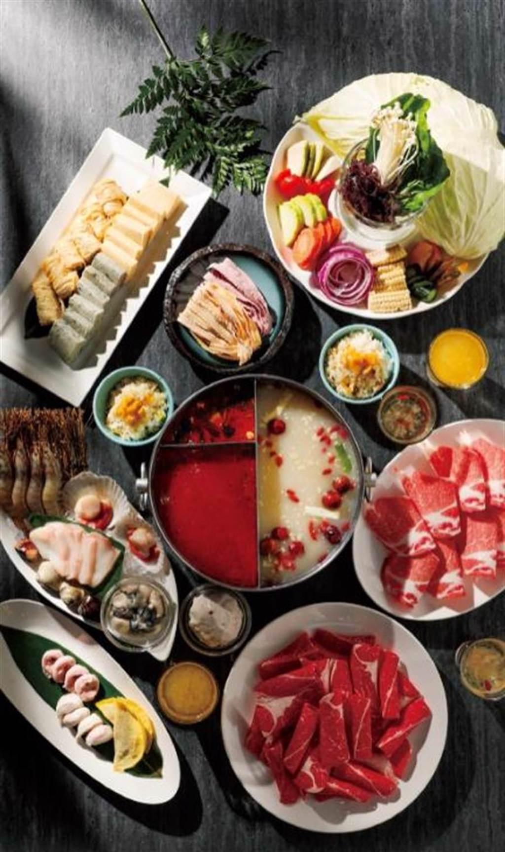 微風廣場「2202火鍋 樂活」兩人套餐688元、4人套餐1288元。(微風提供)