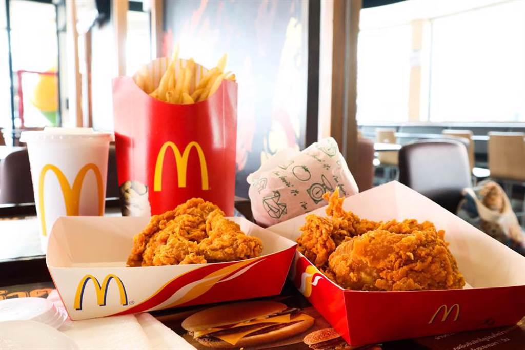 近日網瘋傳「買不到麥脆雞」,以為被官方「無預警下架」,讓網友集體崩潰,所幸只是虛驚一場。(圖/Shutterstock)
