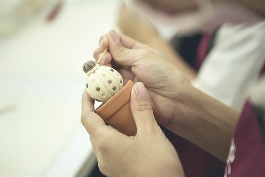 阿原8月份限量贈品「仙人掌肥皂」皆為純手工捏製。(圖/品牌提供)