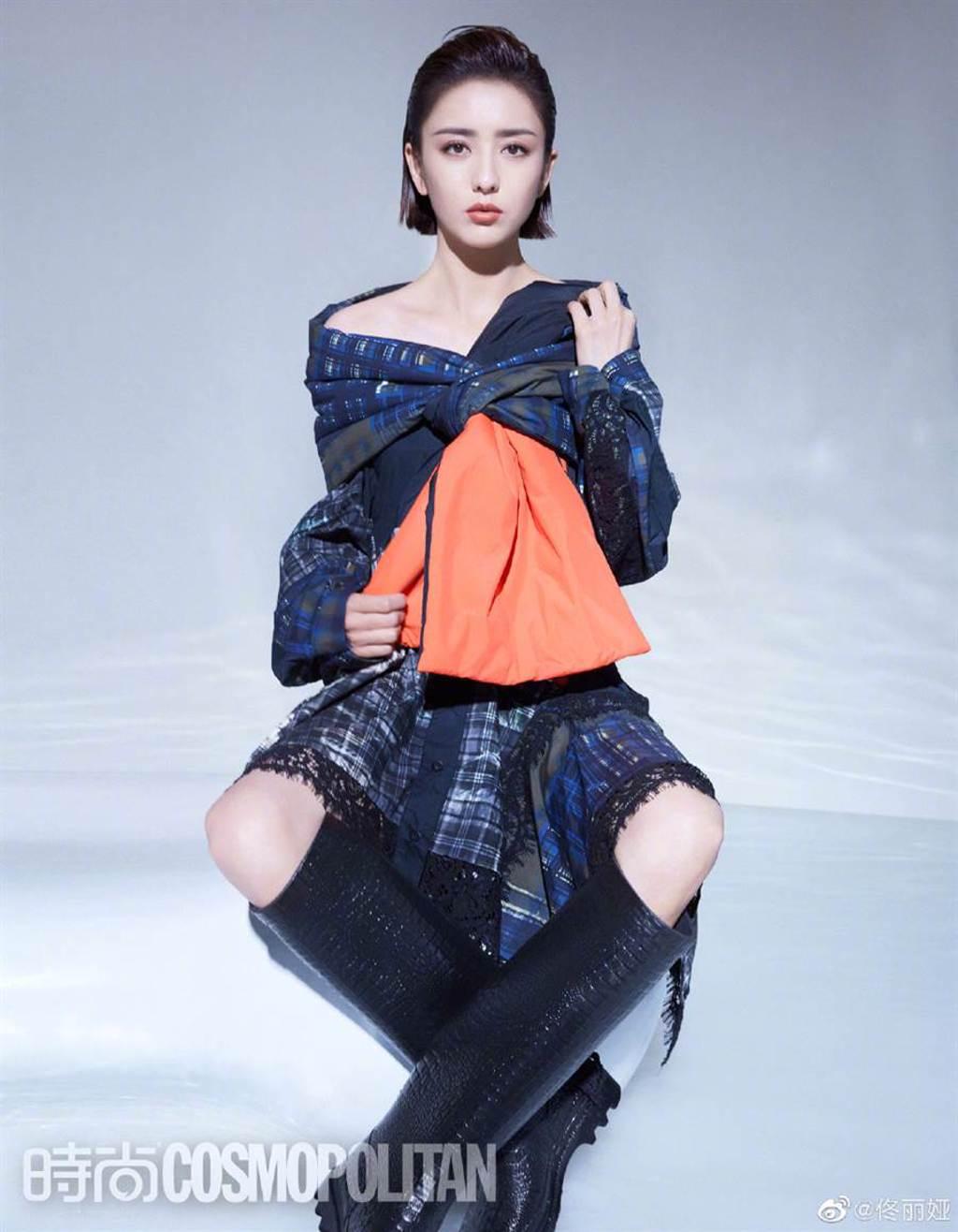 佟麗婭中空裝秀出絕美身材 漂亮鎖骨白腿一覽無遺(圖/摘自微博@佟丽娅)