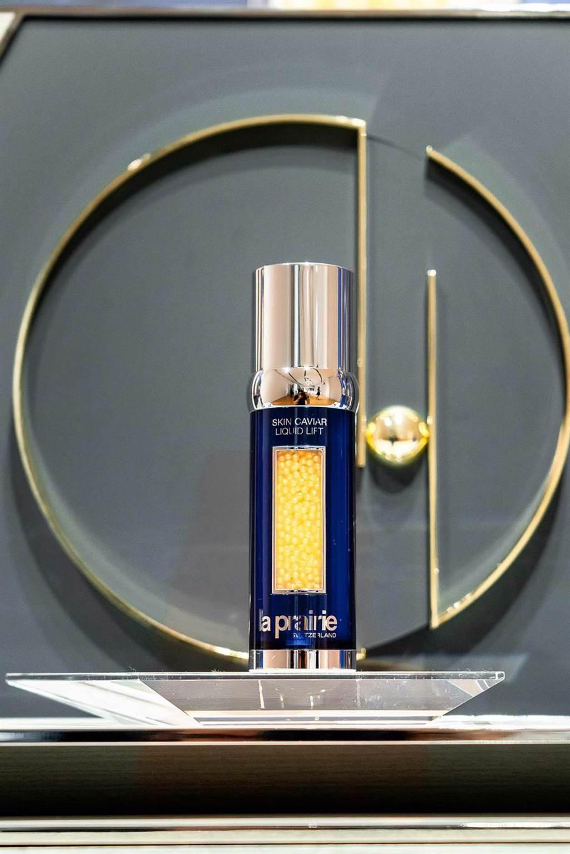 La Prairie Skin Caviar Liquid Lift 萊珀妮黃鑽魚子緊俏拉提精華。(La Prairie 提供)