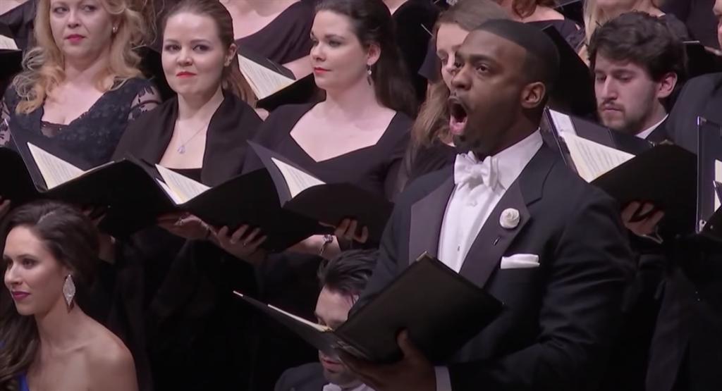 來自華盛頓國家歌劇院的男低音所羅門.霍華(右),將於9月來台,與指揮家簡文彬、NSO國家交響樂團與實驗合唱團,同台演出貝多芬《第九號交響曲》。(牛耳藝術提供)