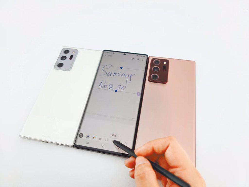 三星Galaxy Note20系列的S Pen此次加入5種全新手勢操控的S Pen遠端遙控3.0以外,更加入語音同步筆記、PDF註解、AI水平校正等新功能。(石欣蒨攝)
