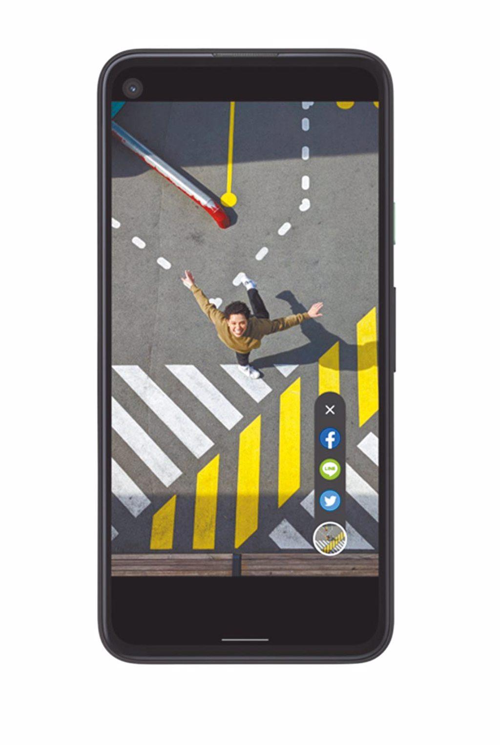 Google全新Pixel 4a擁有社交分享功能,一鍵即可分享最新相片。(Google提供)