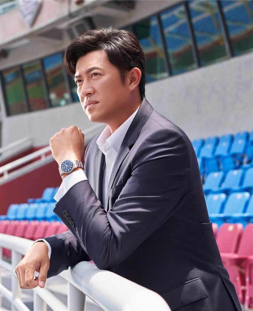 旅美棒球名將王建民,佩戴CITIZEN「NK0008-85L黑潮復刻機械腕錶」,傳遞沉穩堅毅的運動意志。(圖╱CITIZEN提供)