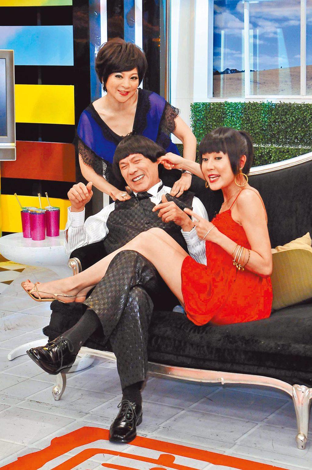 羅霈穎(右起)昔日與豬哥亮、王彩樺在節目上玩得很開心。(資料照片)