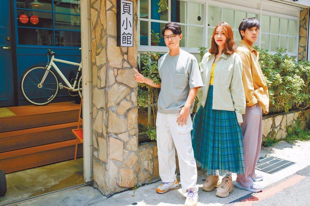 告五人由哲謙(左起)、犬青、雲安組成,昨與媒體分享入圍金曲獎的喜悅。(相信音樂提供)