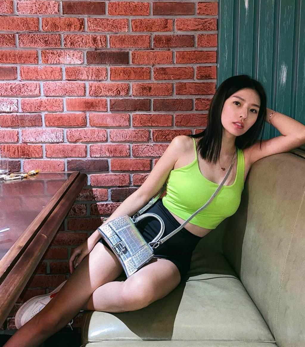 陳語安嘗試不同的穿衣風格。(圖/FB@陳語安)