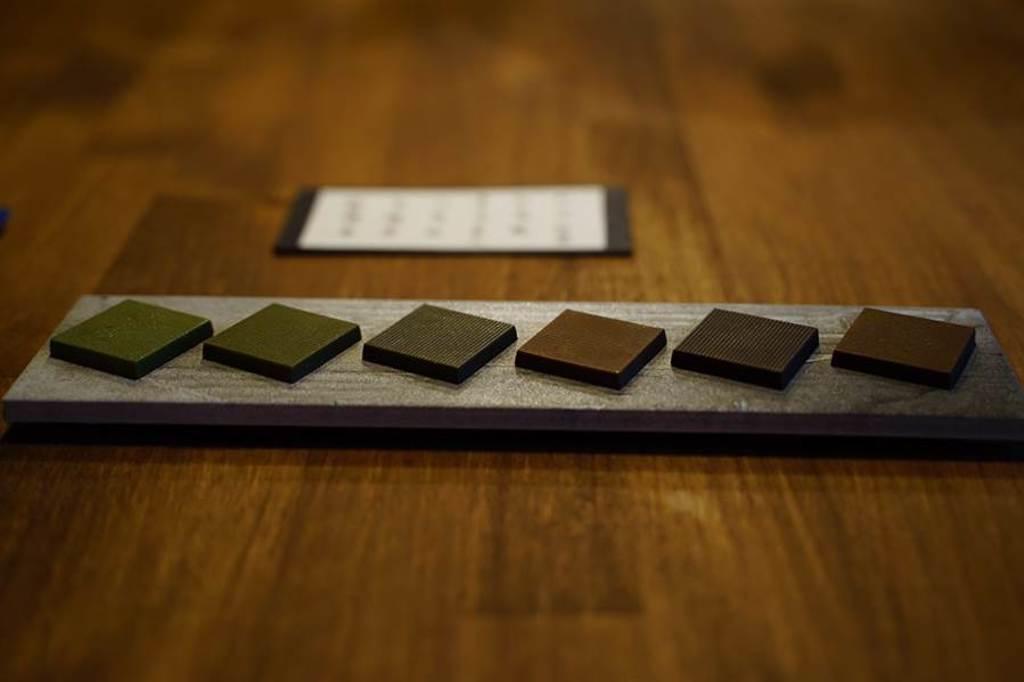 「COFE 喫茶咖啡」開發出「喫的台灣茶」系列茶巧克力,清爽的茶香搭配濃醇的巧克力,碰撞出新的滋味,在2019年世界巧克力大賽亞太區榮獲一金三銀四特別獎的肯定。(圖/台北畫刊提供)