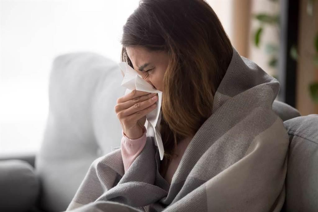 如果感冒許久未好,要小心「心肌炎」發生的可能性,這也是導致猝死的危險因子。此為示意圖。(達志影像/shutterstock)