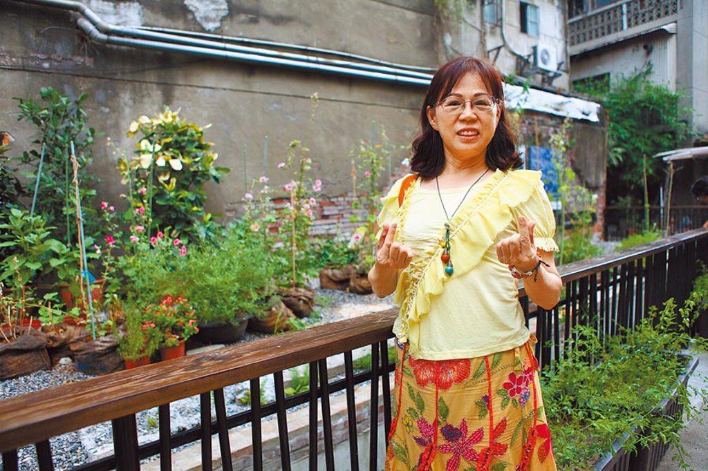 大溝雖被認定沒有文資身分,但台北市中山區民安里長羅孝英仍持續推動以社區營造方式保存。 (張立勳攝)