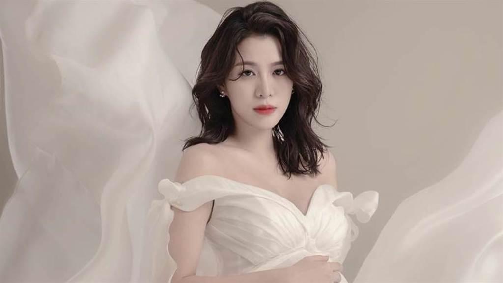 王思平卸貨了,喜迎獅子座愛女。(圖/FB@ jenna wang 王思平)