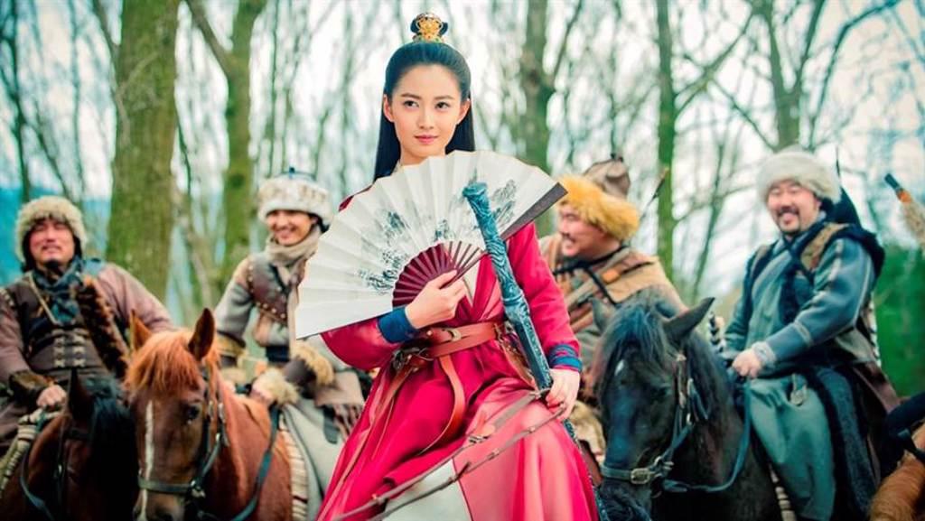 《倚天屠龍記》飾演趙敏的大陸女星陳鈺琪,水汪汪的大眼睛,被網友認為貌似高圓圓,讚她擁有「神仙顏質」。(中視提供)