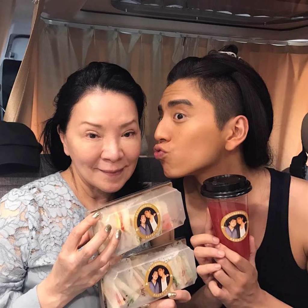 王大陸向來與媽媽感情好。(摘自微博)