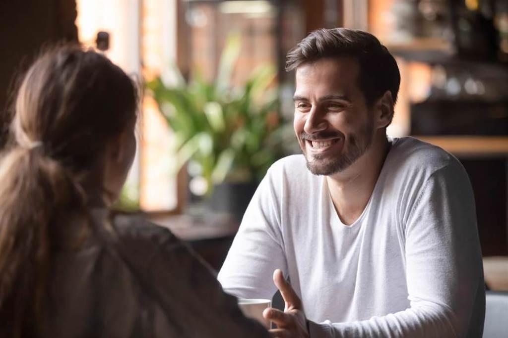 「AA制」始終是人們爭論不休的問題,兩派說法都有各自一套。近日一名決定男網友在3個月內共約了19位女性進行「社會實驗」親自驗證,結果引起網瘋狂討論。(圖/Shutterstock)