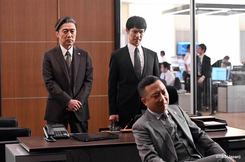堺雅人在會議上公開本季新反派「伊佐山泰二」市川猿之助罪證。(friDay影音提供)