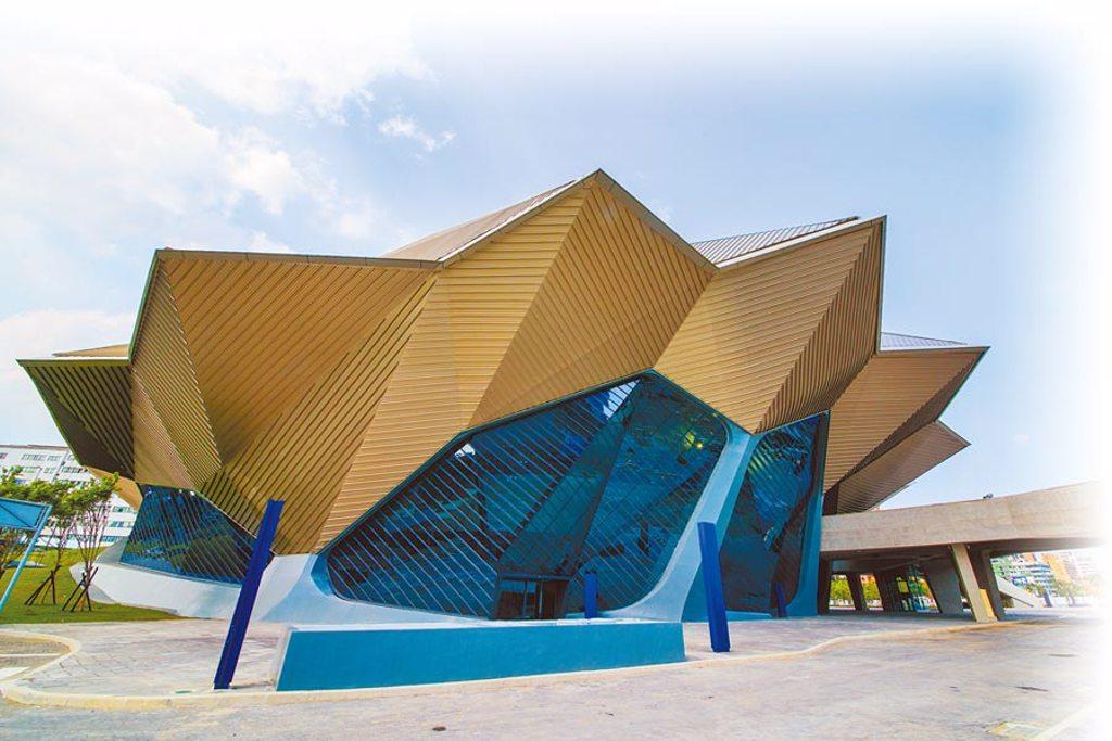 台北流行音樂中心建築外觀由美國建築師事務所RUR Architecture設計,猶如「變形金剛」。(北市文化局提供/游念育台北傳真)