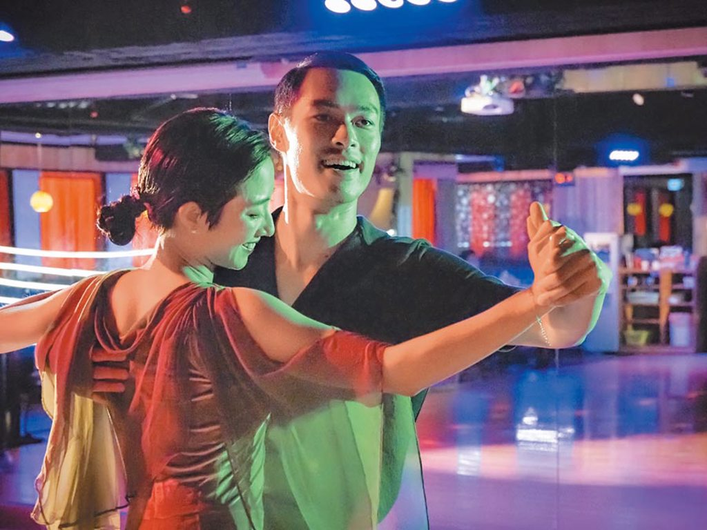 桂綸鎂(左)與楊祐寧兩人在《腿》中一展國標舞技。(金馬執委會提供)