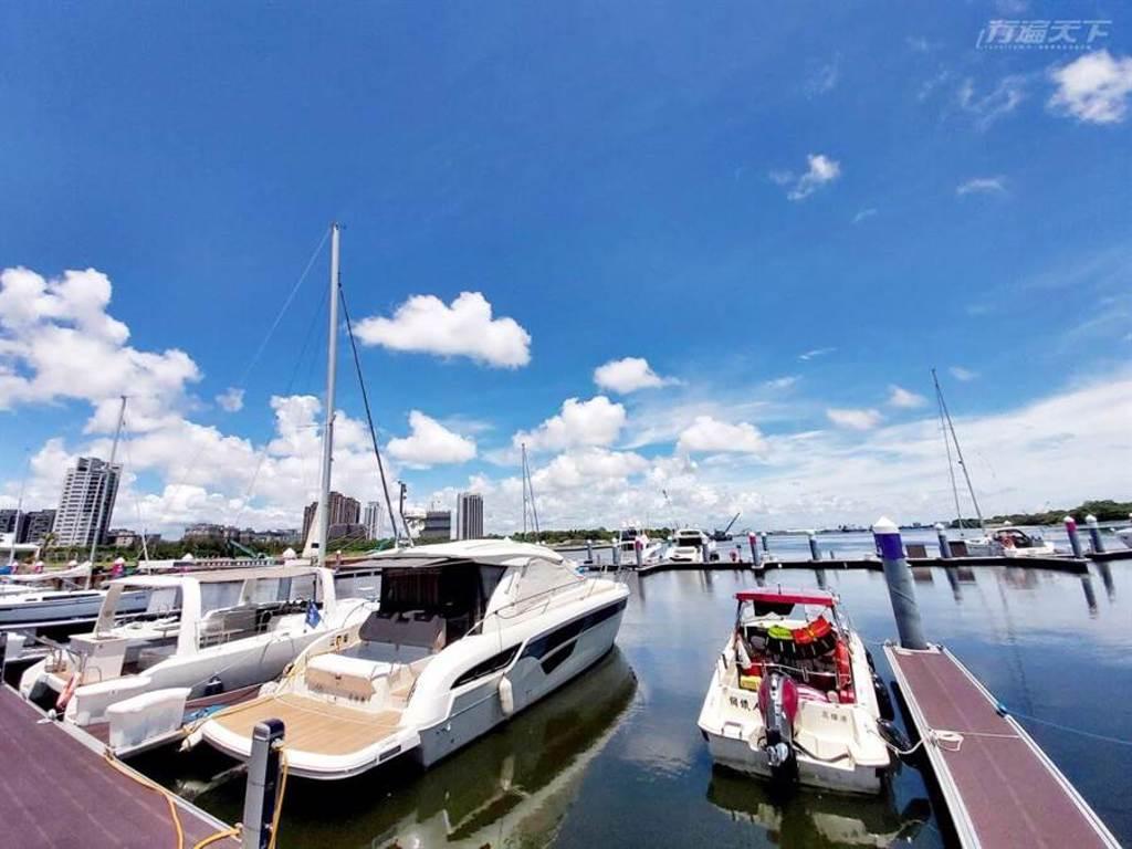 從台南安平港的遊艇碼頭出發,2個小時就能到澎湖。(圖/行遍天下提供)