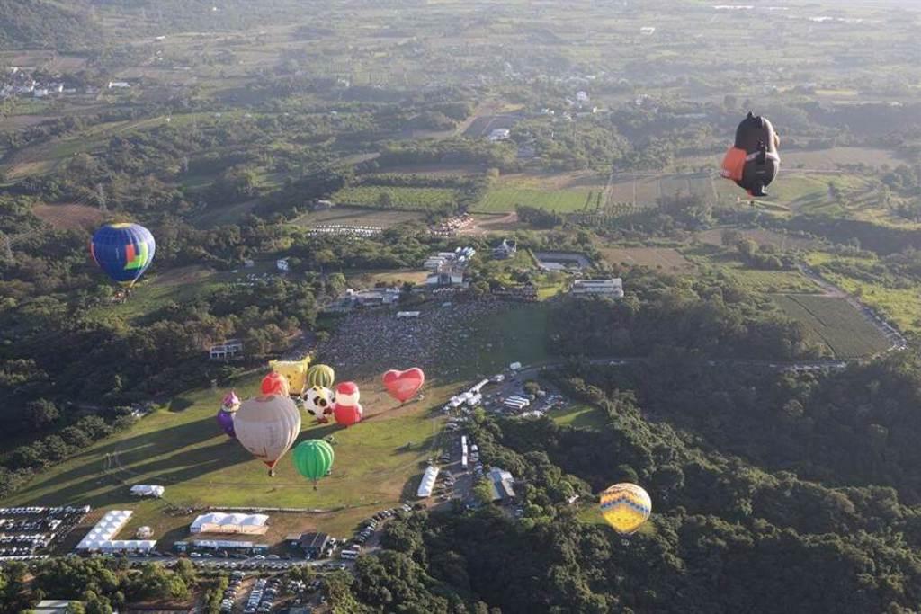 熱氣球嘉年華除了欣賞外,也可以試試繫留或是自由飛體驗。(圖/行遍天下提供)