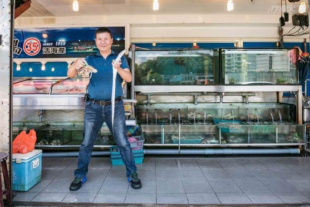 「最好的料理方式就是用新鮮優質的海鮮配上簡單的調味」老闆李毅祥靦腆的笑著說,總說著有一天收起餐廳後一定要再揚起小帆乘風破浪。(圖/行遍天下提供)