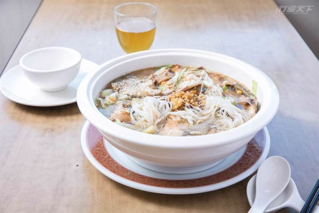 自帶鹹味的蔭冬瓜讓清蒸白帶魚多了一分香氣,是另一道漁夫在船上的私房料理。(圖/行遍天下提供)