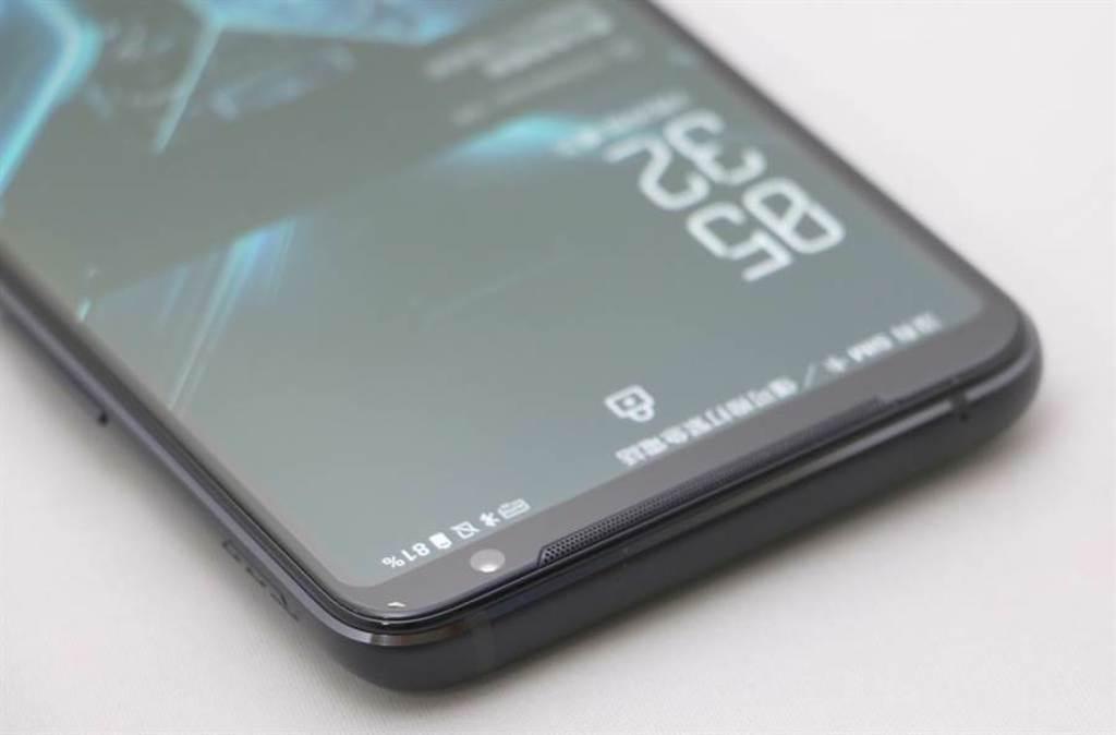 華碩ROG Phone 3頂部。(黃慧雯攝)