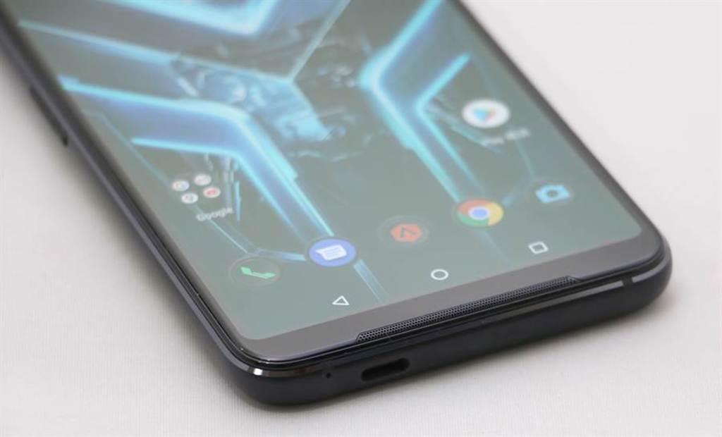 華碩ROG Phone 3底部。(黃慧雯攝)