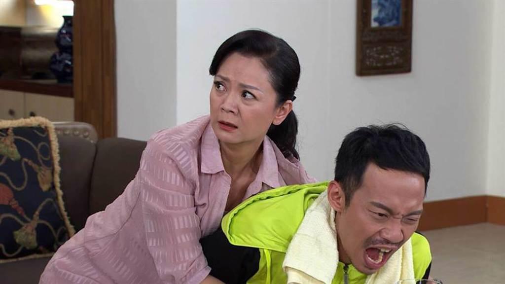 高欣欣飾演潘家的管家,對潘威廉疼愛有加。(民視提供)