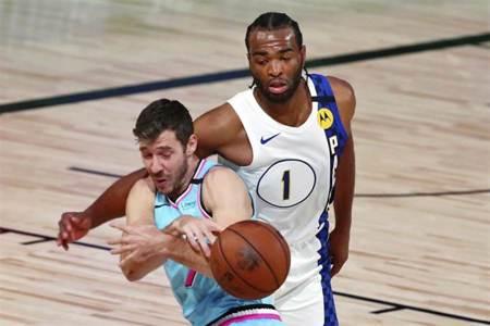 NBA》曾放話打爆吉米巴特勒 華倫反被修理