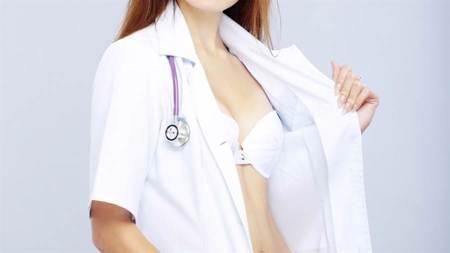 174cm台大醫學正妹「夾出豪波」張開腿秀下身曲線