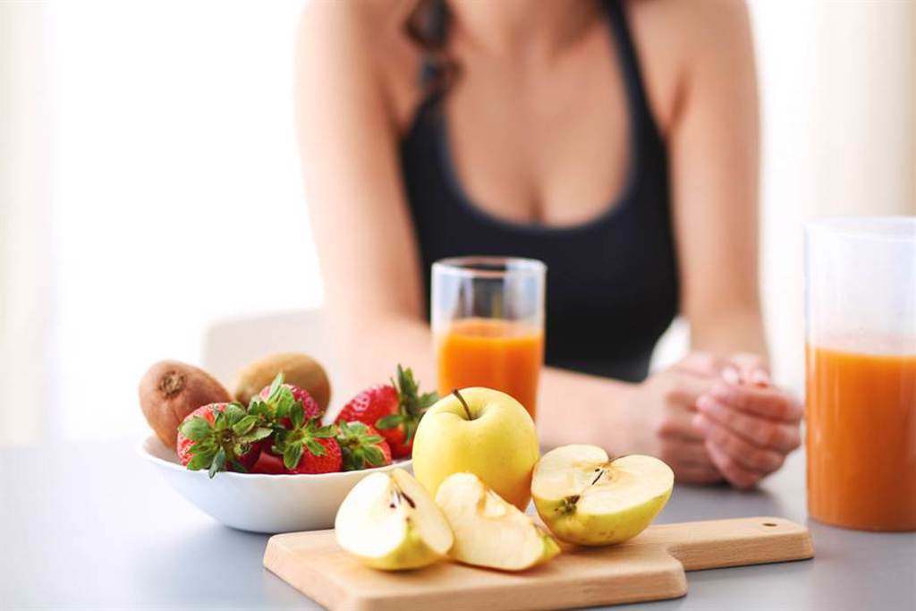 吃水果當早餐 醫曝慘痛後果。(示意圖/達志)