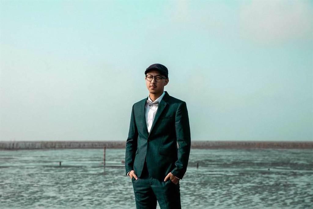 賴慈泓推出全新單曲〈愛講白賊的查某人〉。(混血兒娛樂提供)