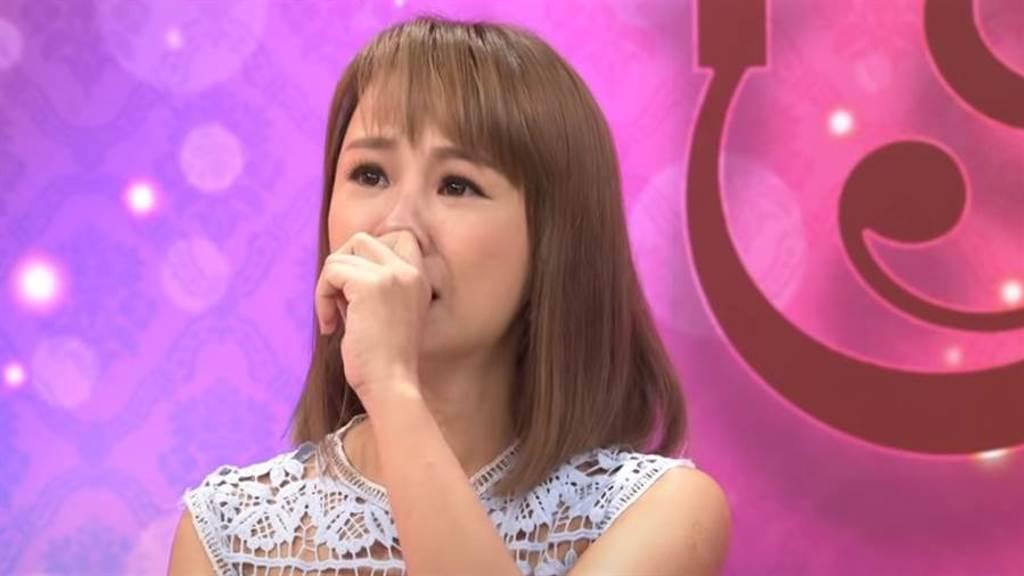 林咚咚心碎的哭訴離婚的內幕。(圖/YT@命運好好玩 官方頻道)