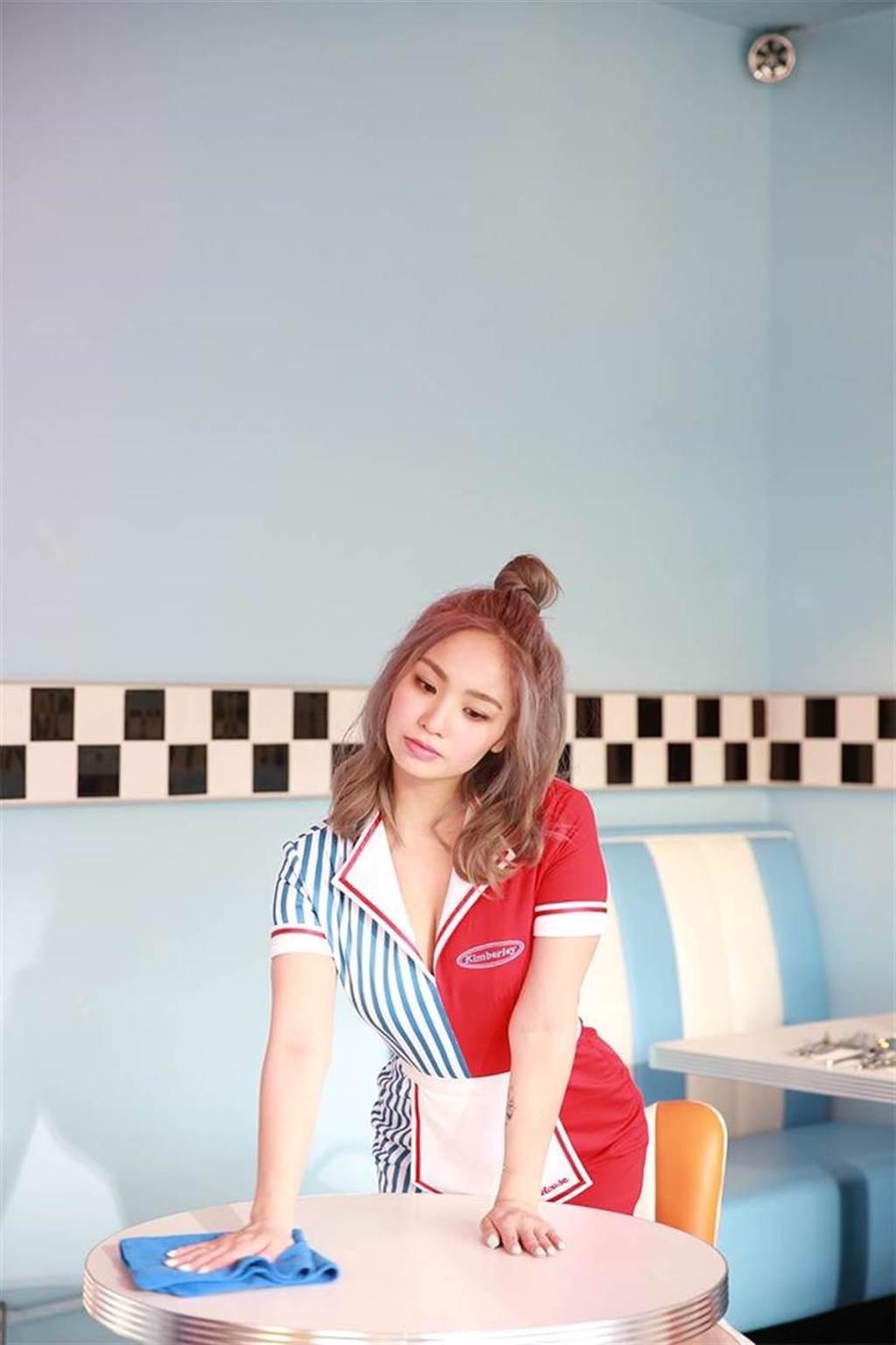陳芳語身穿女僕裝,拍攝新歌〈4AM CALLS〉MV。(照片提供:華風數位)