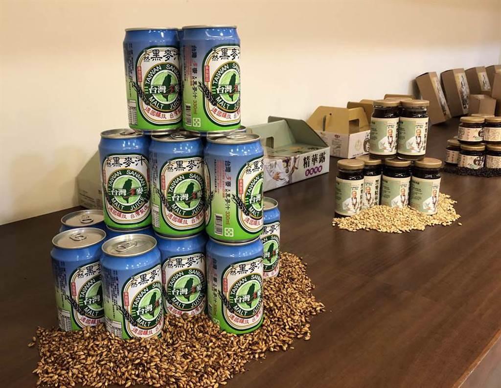 台灣三麥以黑麥為主的產品,包含黑麥汁、黑麥醬料、黑麥篸露、麥泥麵等相關產品。(實習記者蔡宇宣攝)