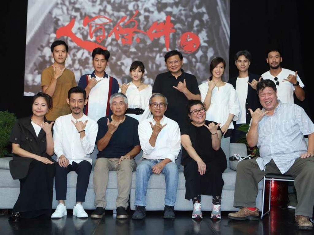 綠光劇團緊守與戲迷的約定,8月如期上演《人間條件六》,更因戲迷迴響熱烈,緊急在台中、高雄加演場次。(陳怡誠攝)