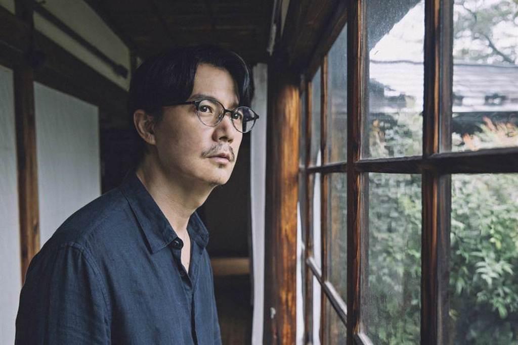 福山雅治在新片《最後的情書》化身失意小說家。(双喜電影提供)
