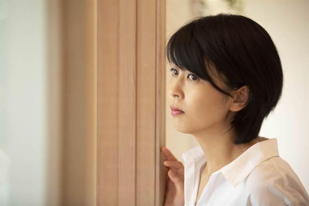 松隆子演歌雙棲,電影電視劇作品均多產。(双喜電影提供)