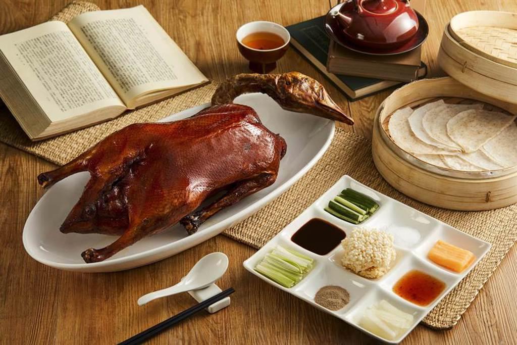 「青雅嫣紅鵝」,正是由杜日福研發出9種配料來搭配81種吃法提供饕客們品嘗與玩味。圖/台北新板希爾頓酒店提供