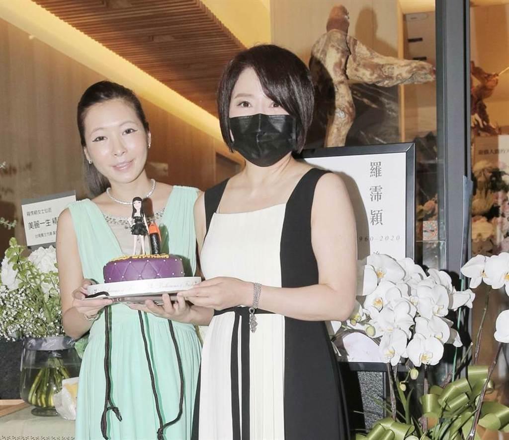 于美人、Makiyo端出翻糖蛋糕為羅霈穎過冥誕。(盧禕祺攝)