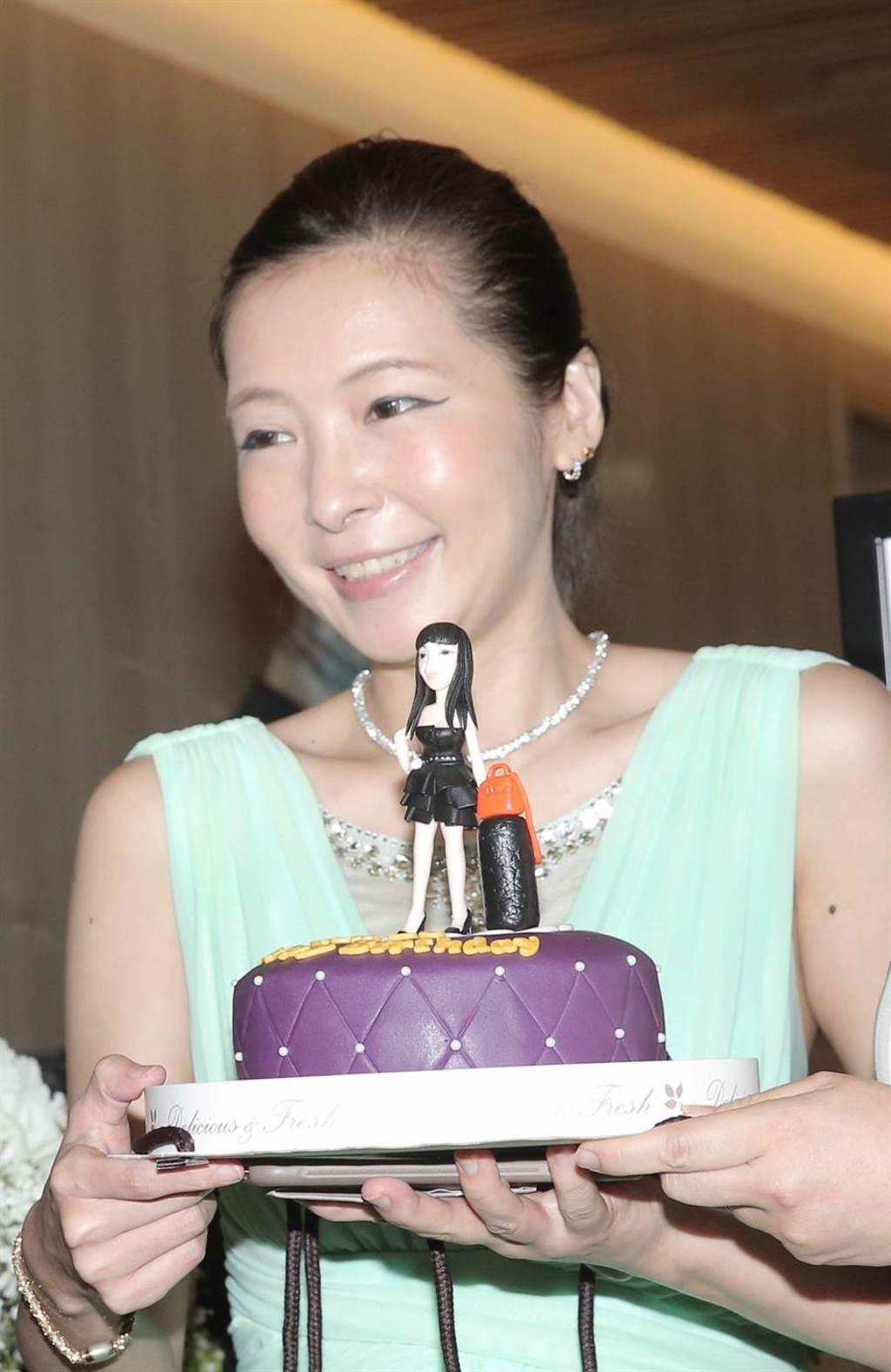 Makiyo手中蛋糕相當精緻。(盧禕祺攝)